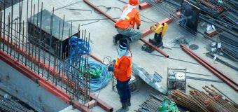 How Should You Hire Building Contractors?